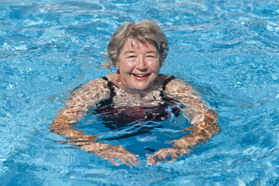 Mature woman and guy in swimming pool tmb